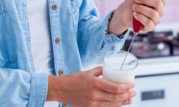 Spieniacz do mleka – niezbędny gadżet dla miłośnika kawy