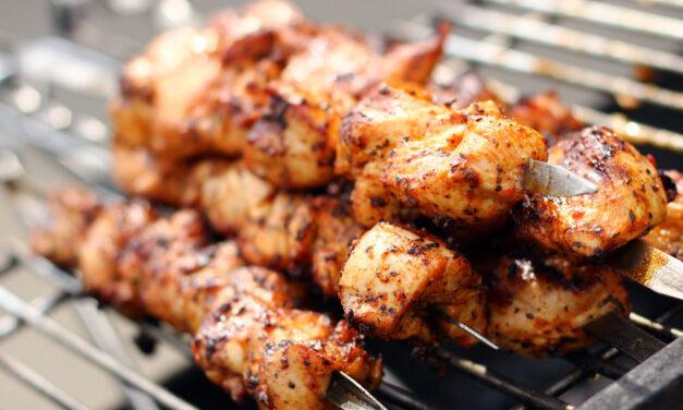 Grill węglowy – niezbędne urządzenie do przygotowywania letnich posiłków